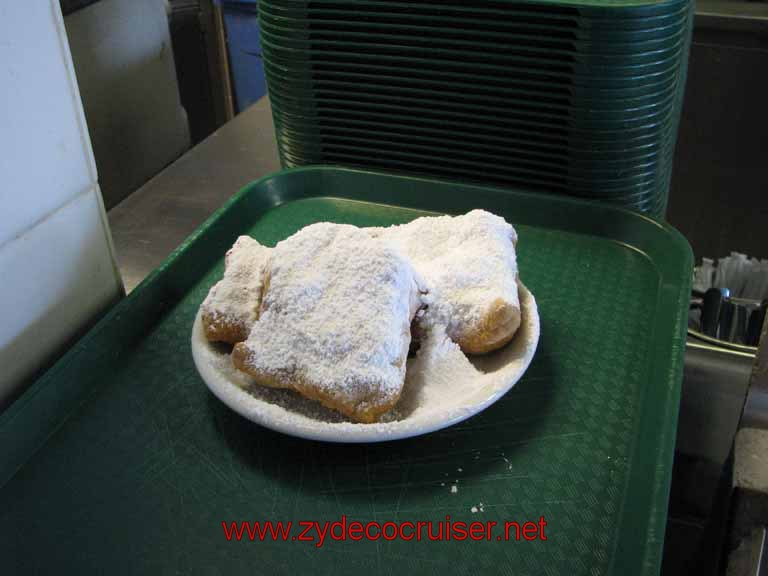 094: Cafe Du Monde - Riverwalk - Beignets, New Orleans, La