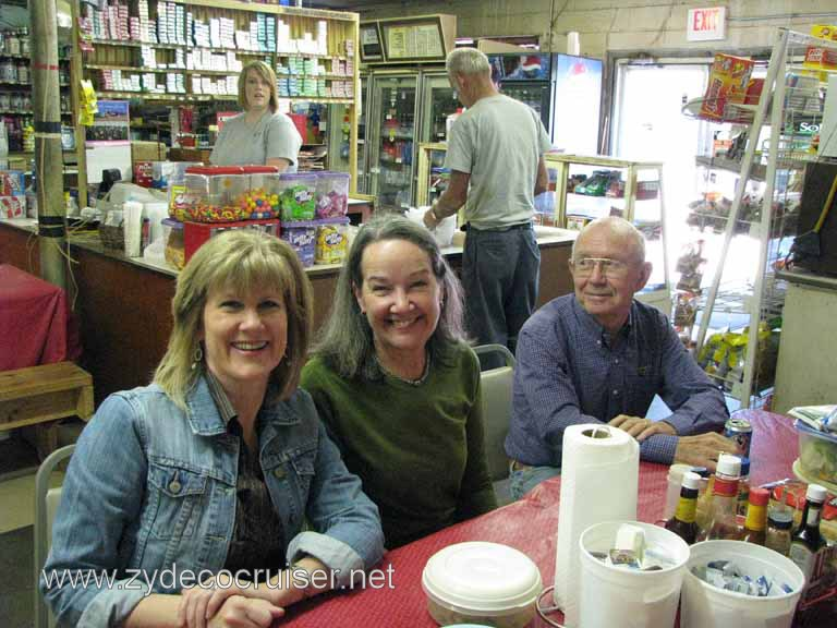 007: Moon's Grocery and Deli, Homer, LA - Smile!
